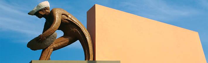 Estátua do Garimpeiro - Construído na década de 1960 pelo Governador Hélio da Costa Campos.