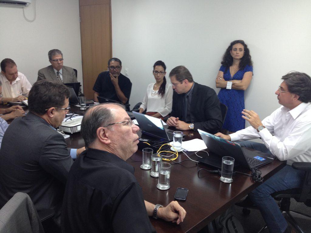 Grupo que discute atribuições profissionais realizou sua quarta reunião