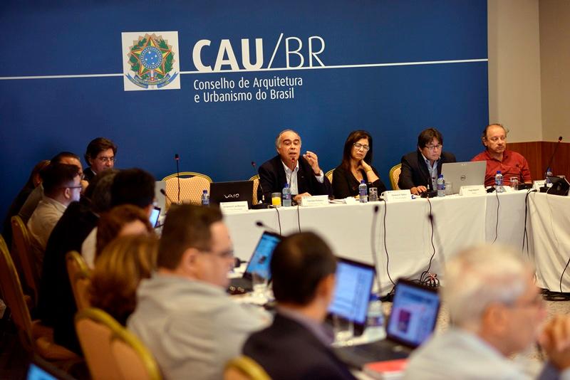 Prestações de contas do ano de 2015 durante a 54ª Reunião Plenária Ordinária e na 17ª Reunião Plenária Ampliada.